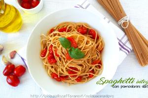 Spaghetti integrali con pomodorini datterini