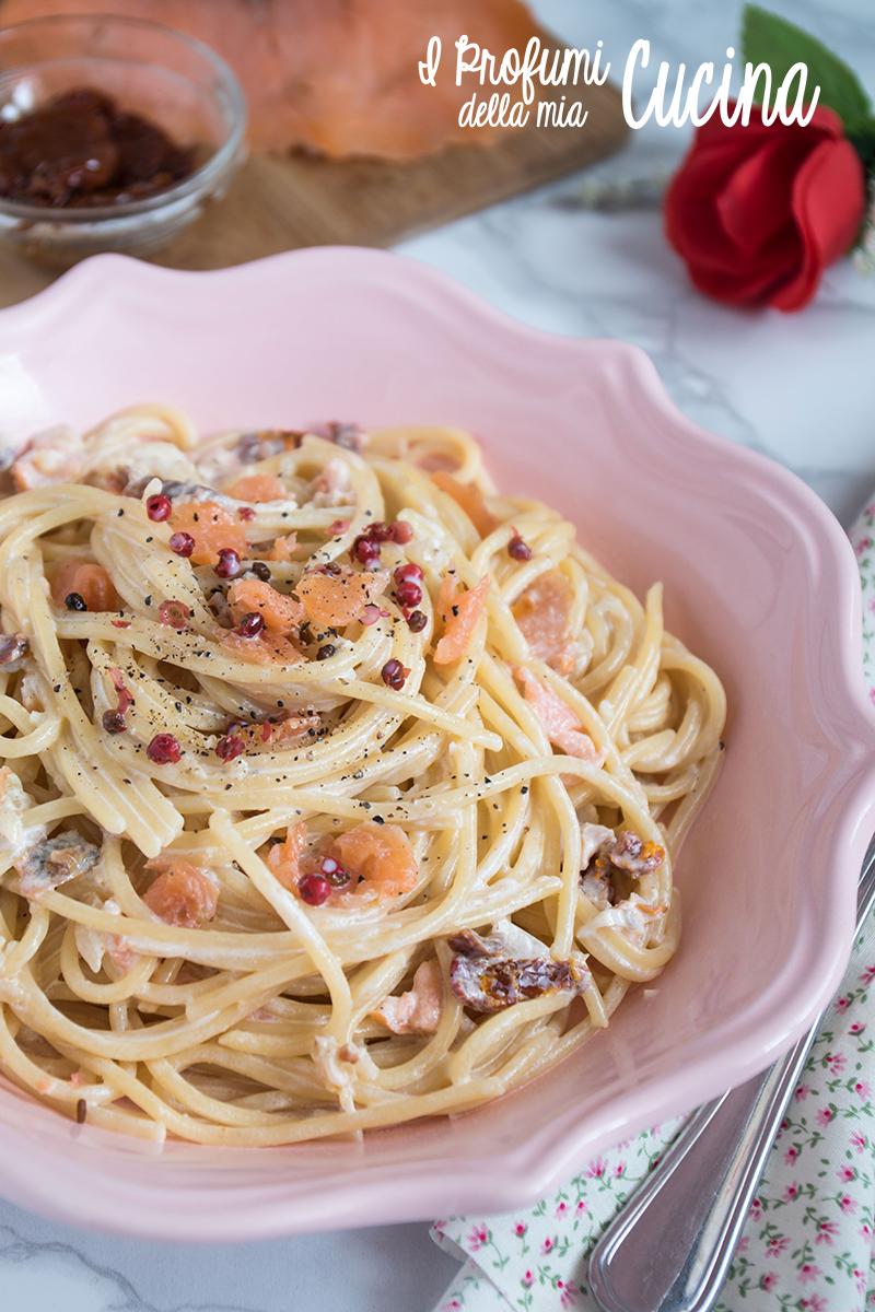 Spaghetti con salmone e pomodorini confit