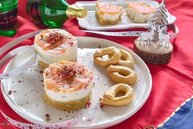 Mini cheesecake salate con salmone