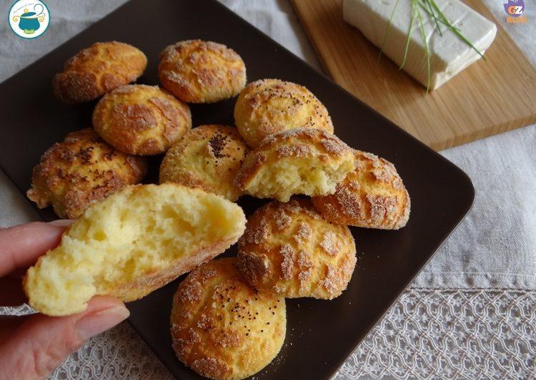 Gonfiotti allo stracchino / ricetta panini senza glutine e senza lievito