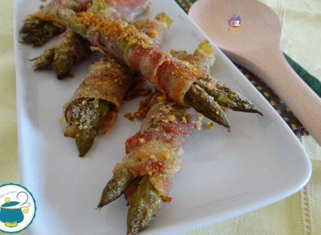 Involtini di asparagi croccanti fumé / ricetta veloce