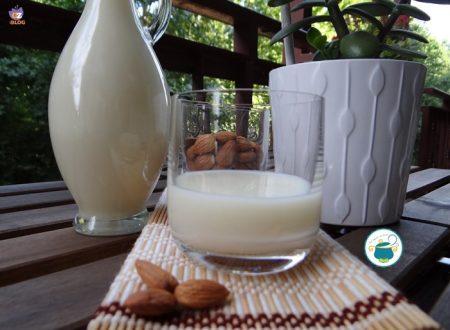 Crema di liquore alla mandorla – ricetta tipica fatta in casa –