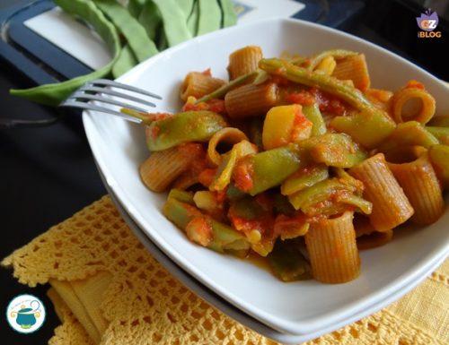 Pasta con taccole e patate – ricetta primi piatti-