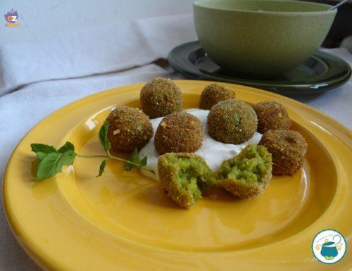 Falafel di quinoa e fave con salsa alla menta – ricetta vegana –