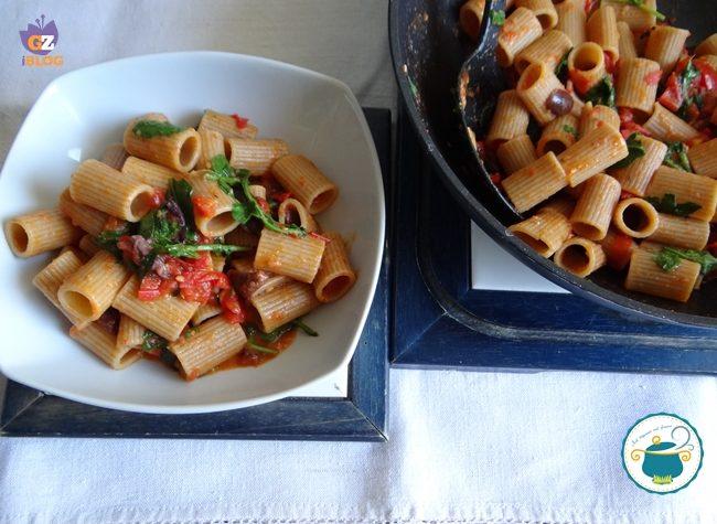 Mezze maniche con rucola e olive / primo piatto