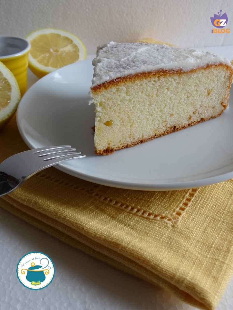 Torta al limone glassata ricetta dolce facile - Glassa a specchio su pan di spagna ...