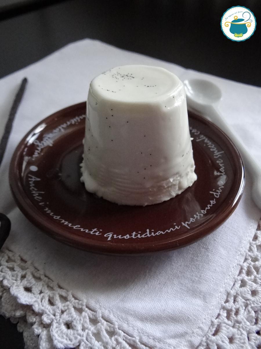 Panna cotta vanigliata - dolce al cucchiaio -