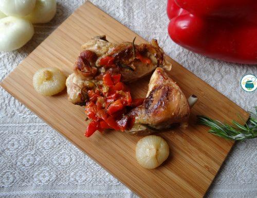 Coniglio con cipolline e peperoni / secondi piatti