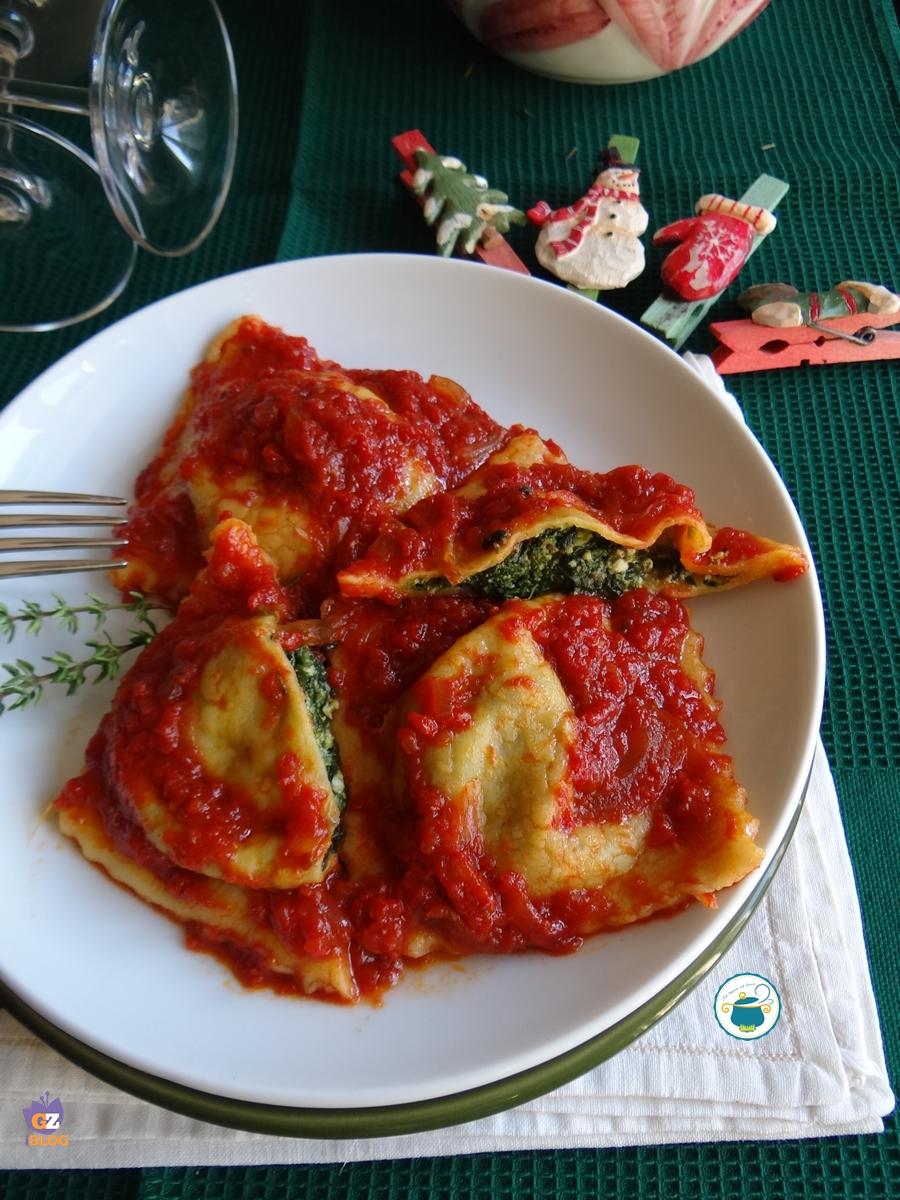 Ravioli ricotta e spinaci al pomodoro e timo