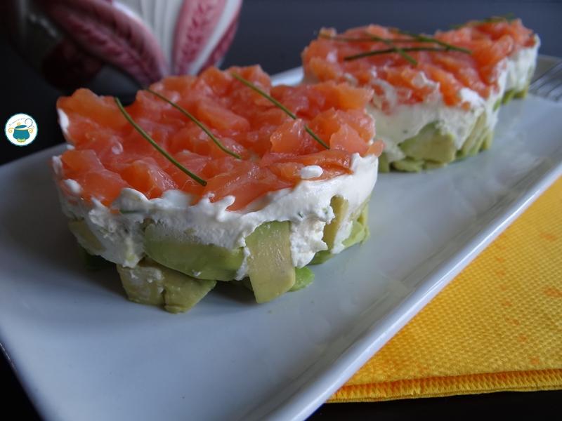 Tartare di salmone con avocado e crema di formaggio