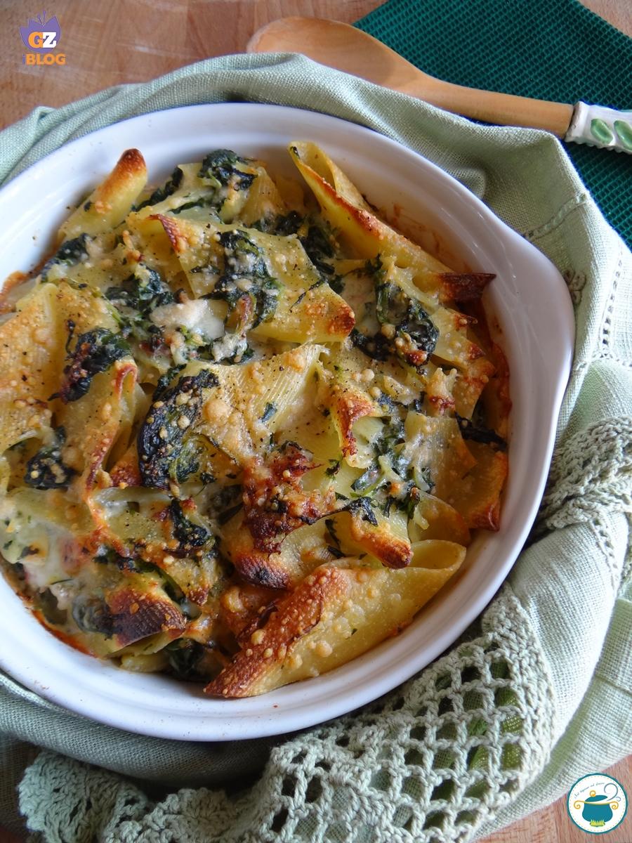 Pennoni al forno con spinaci, pancetta e mascarpone