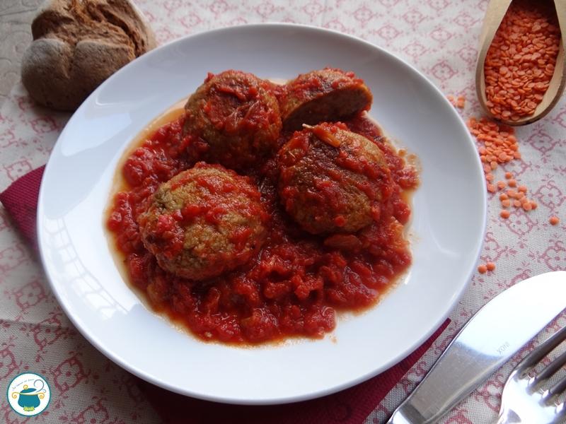 Polpette di lenticchie rosse in salsa al pomodoro