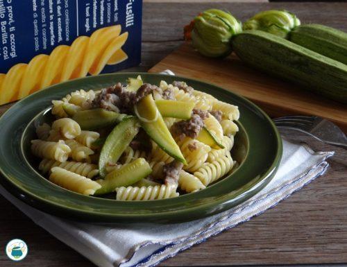 Pasta con salsiccia di Bra e zucchine