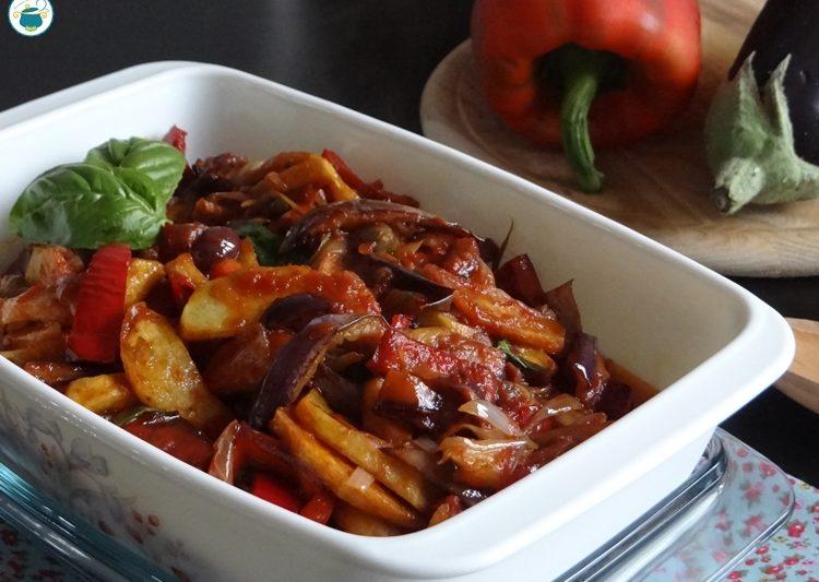 Caponata mista – ricetta con patate e peperoni –
