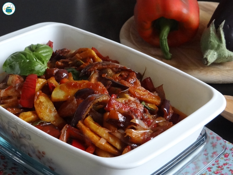 Caponata mista - ricetta con patate e peperoni -