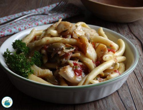 Pasta con lo stocco, olive e capperi