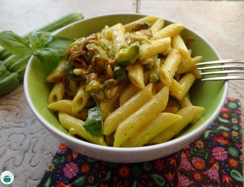 Pasta con fiori di zucca, zucchine e mascarpone