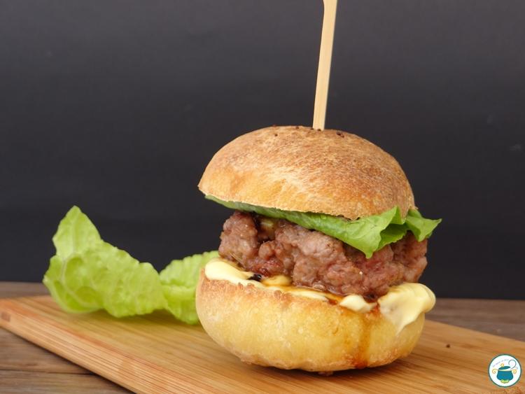 Pane per hamburger con lievito madre