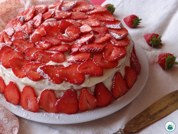 Torta con Crema e Fragole Senza Glutine