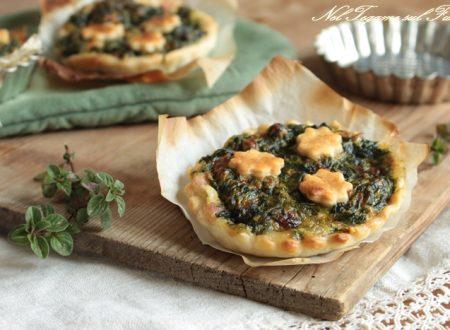 Crostatine di sfoglia salate con spinaci e pancetta