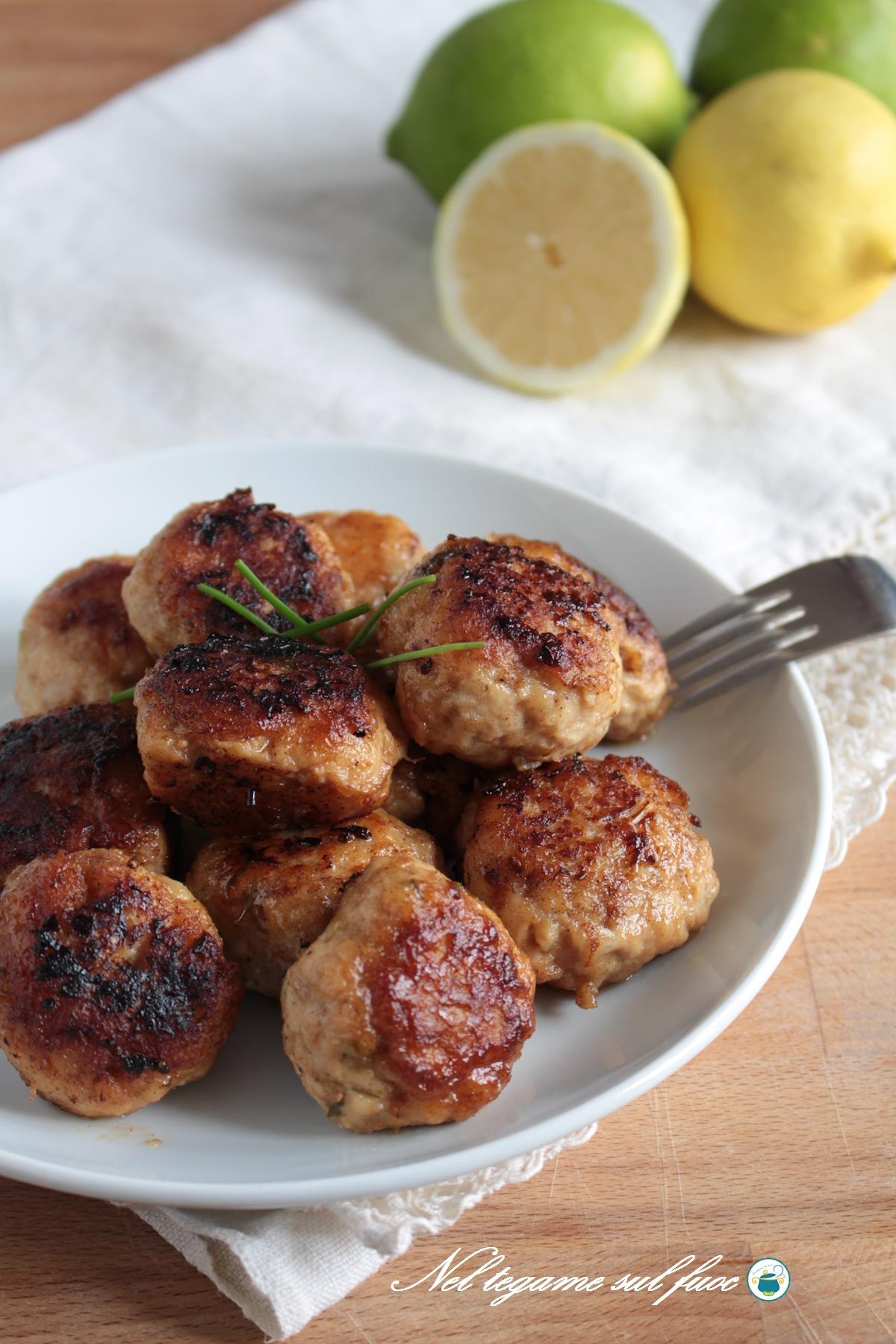 Polpette di pollo senza uova al limone e cotte in padella