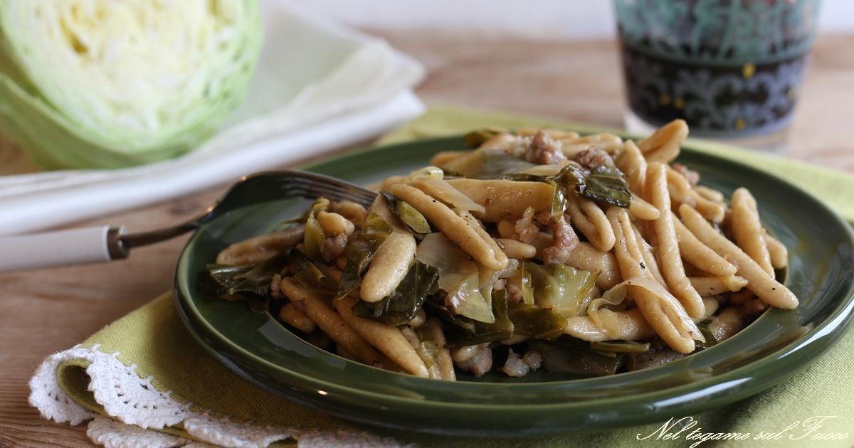 Pasta con cavolo cappuccio e salsiccia primo piatto veloce for Primo piatto veloce