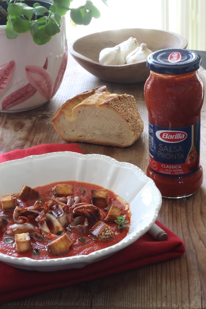Zuppa+pomodoro+calamari+crostini