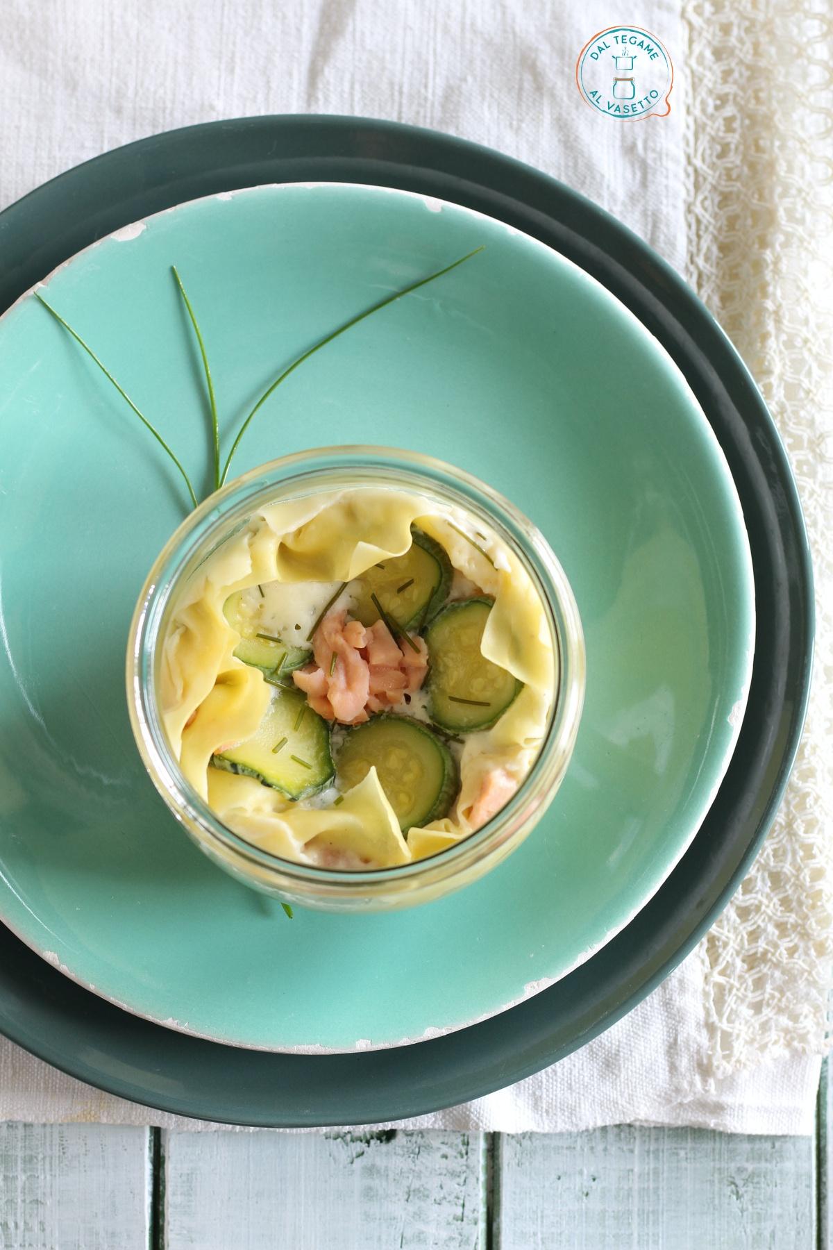 lasagne in vasetto con salmone e zucchine