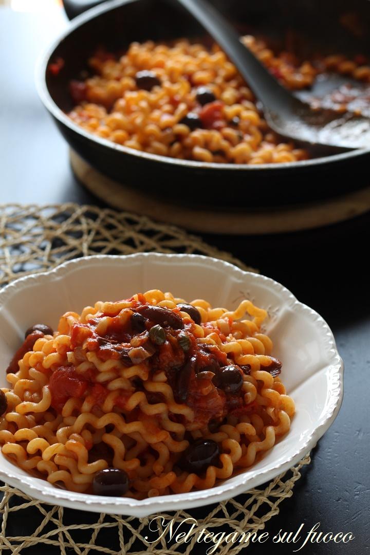 pasta+olive+capperi+pomodoro