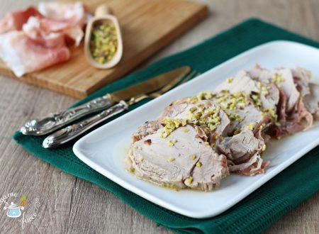 Filetto di maiale in vasocottura con speck e pistacchi