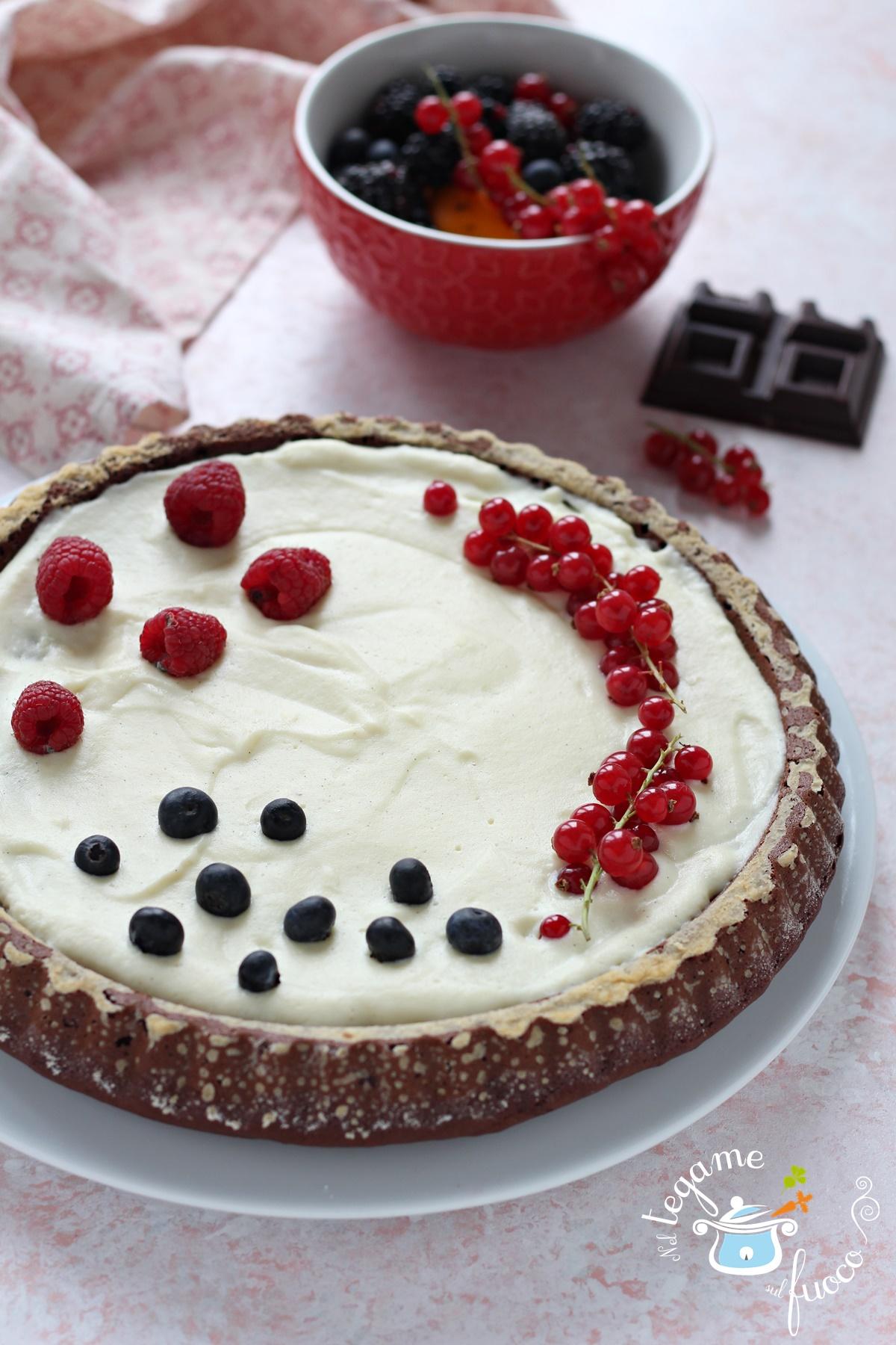 Torta al Cioccolato Senza Zuccheri con Crema e Frutti Rossi