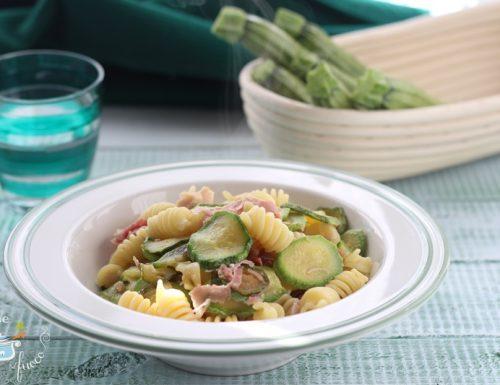 Pasta con zucchine e prosciutto cotto senza panna