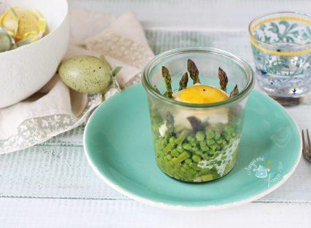 Uova in vasocottura con asparagi e piselli