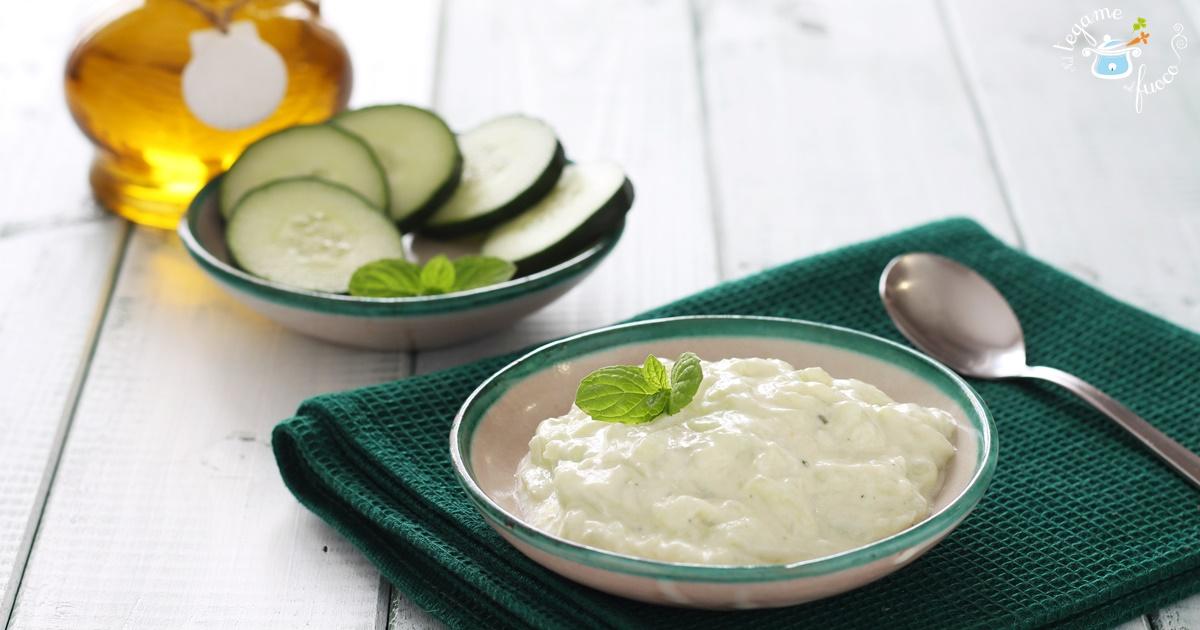 Ricetta Yogurt Greco Con Cetrioli.Salsa Tzatiki Ricetta Veloce Greca Con Yogurt E Cetrioli