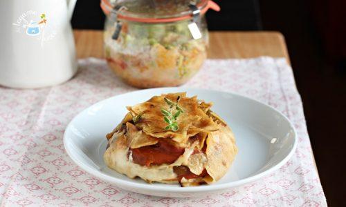 Tortino di pane sardo in vasocottura con peperoni e formaggio