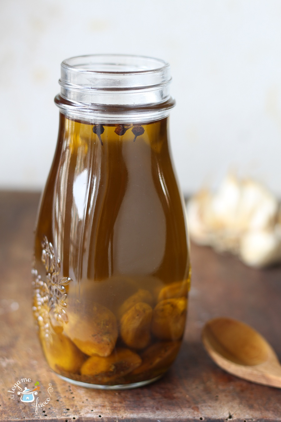 olio aromatizzato all'aglio fatto in casa