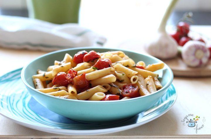 Pasta al pesto di acciughe e pomodorini
