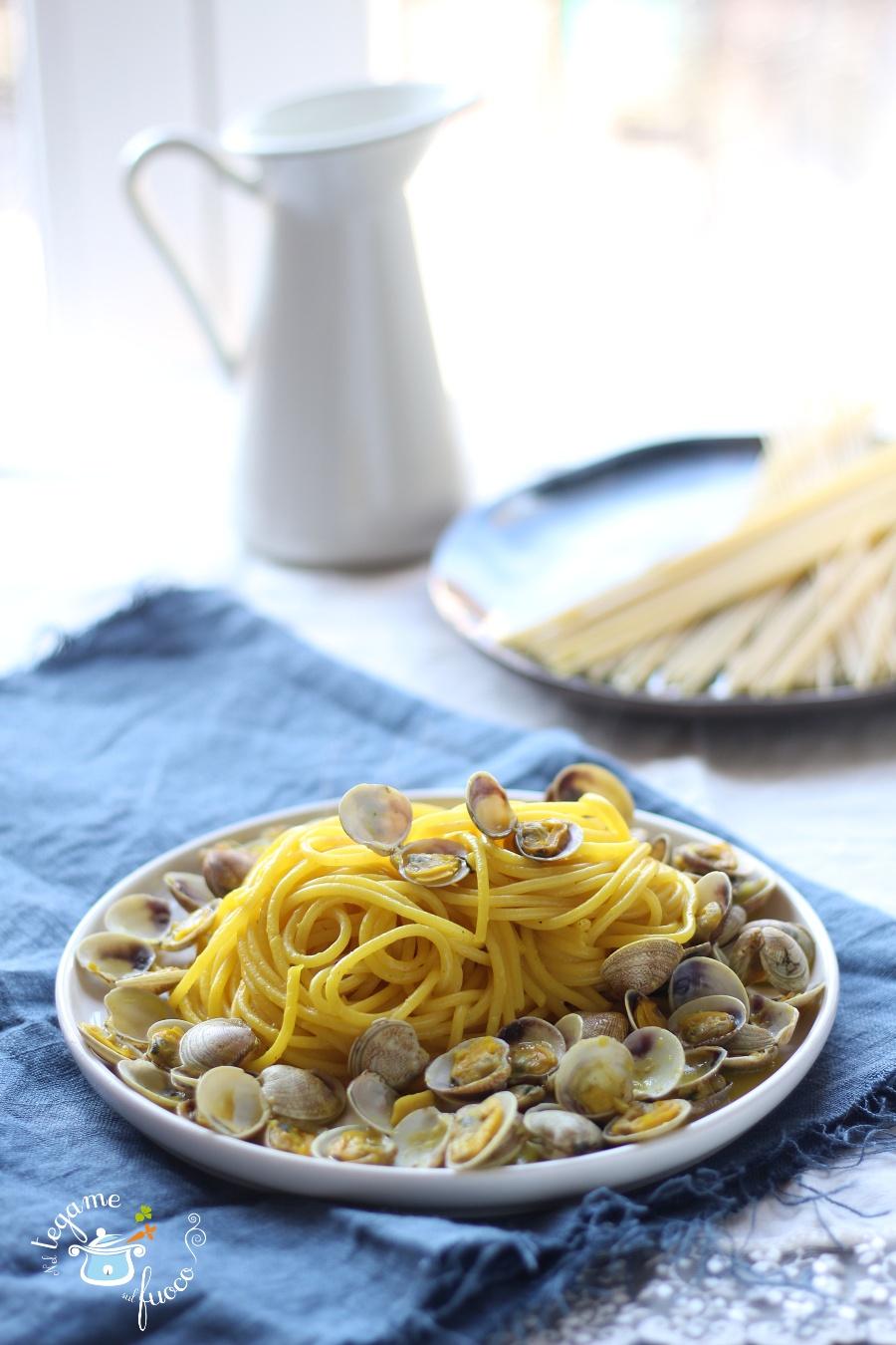 spaghetti alle vongole e zafferano primo piatto