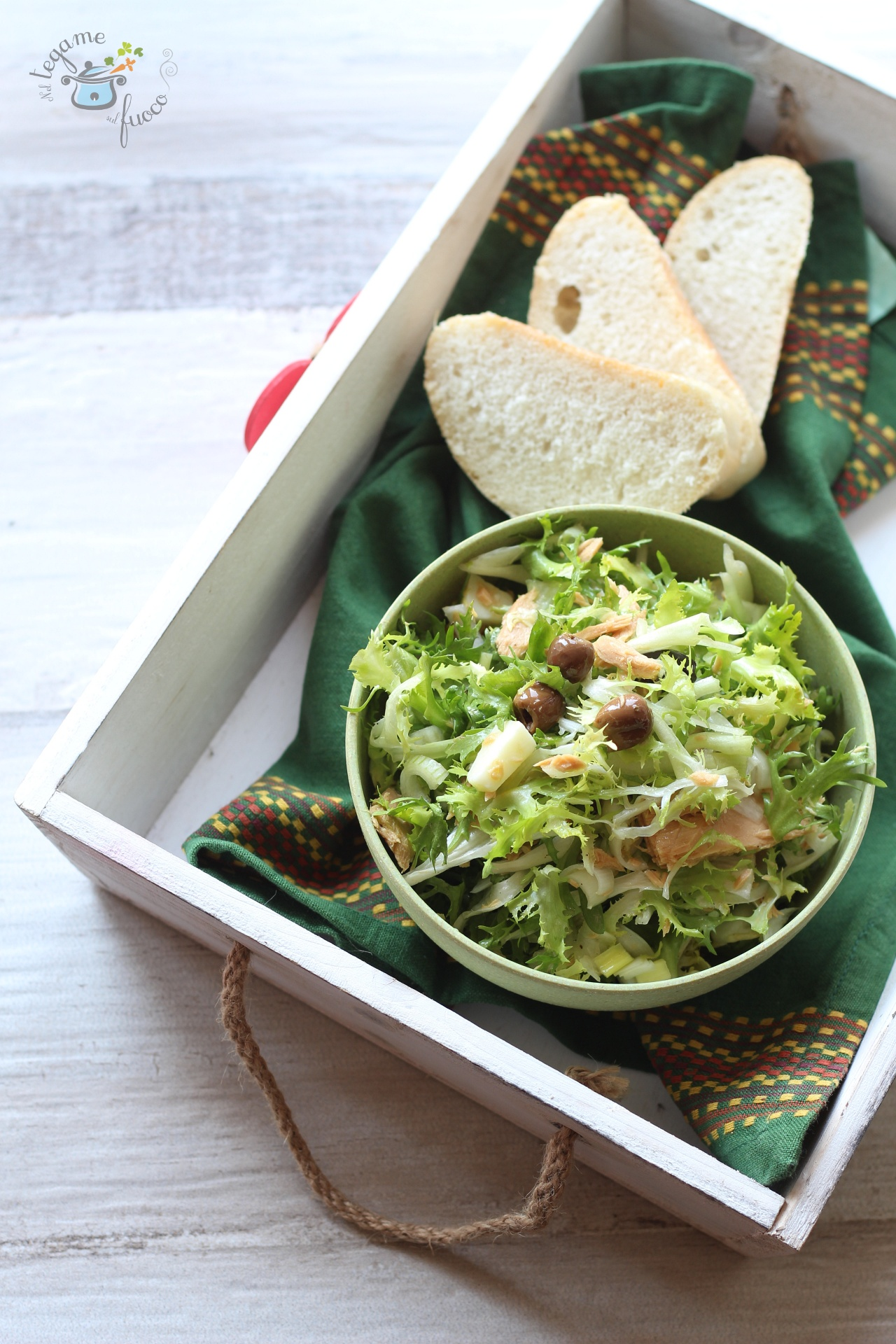 insalata di scarola riccia con olive e tonno