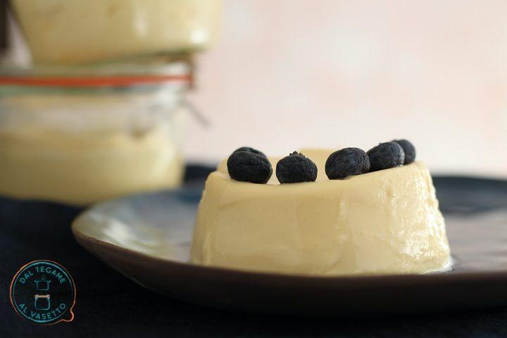 Budino al cioccolato bianco in vasocottura