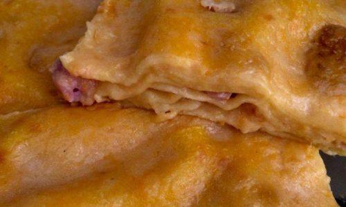 Lasagna veloce di zucca con salsiccia e fonduta di scamorza affumicata