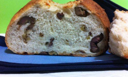 """Pane di grano duro coi """"fiocchi""""..al pecorino, noci&olive """"cunzate"""""""