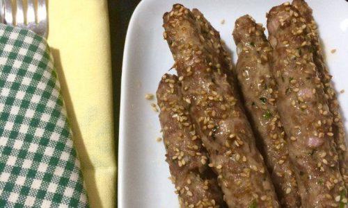 Arrosticini di carne glassati al miele&semi di sesamo
