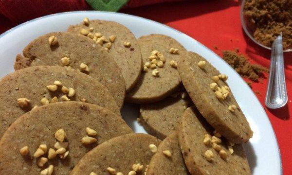 Biscotti speziati alle mandorle, miele e cannella