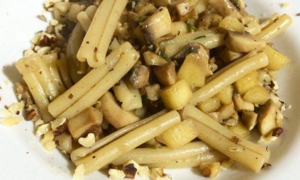 Casarecce con funghi, noci e mela