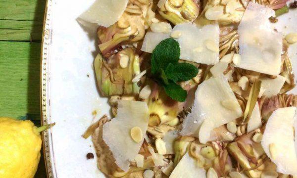 Carpaccio di carciofi con grana, pepe e mandorle