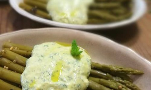 Asparagi con salsa all'uovo