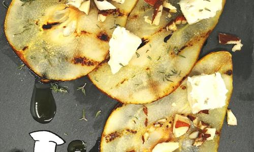 Carpaccio di pere e gorgonzola, mandorle tostate salate, miele e timo