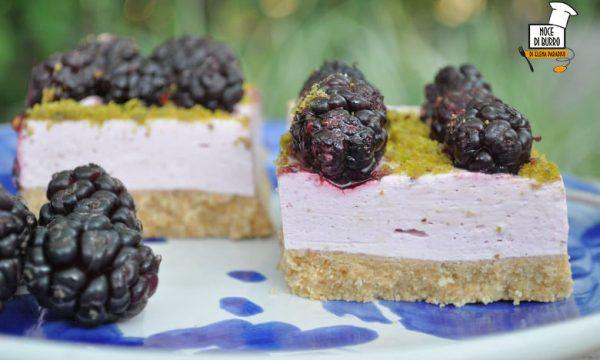 Cheesecake ai gelsi e granella di pistacchio (senza cottura)