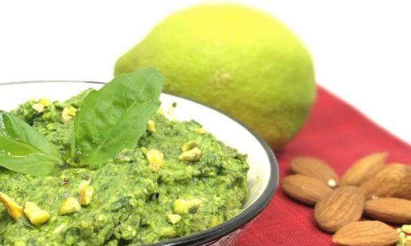 Pesto alla feta, frutta secca e limone